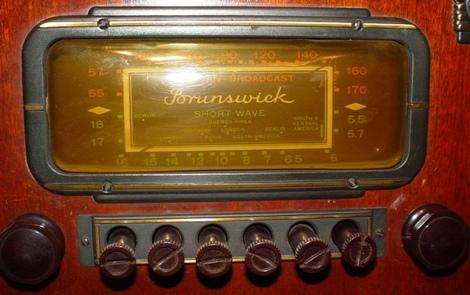 American Broadcast Brunswick Shortwave Console Radio Chassis Style M-27